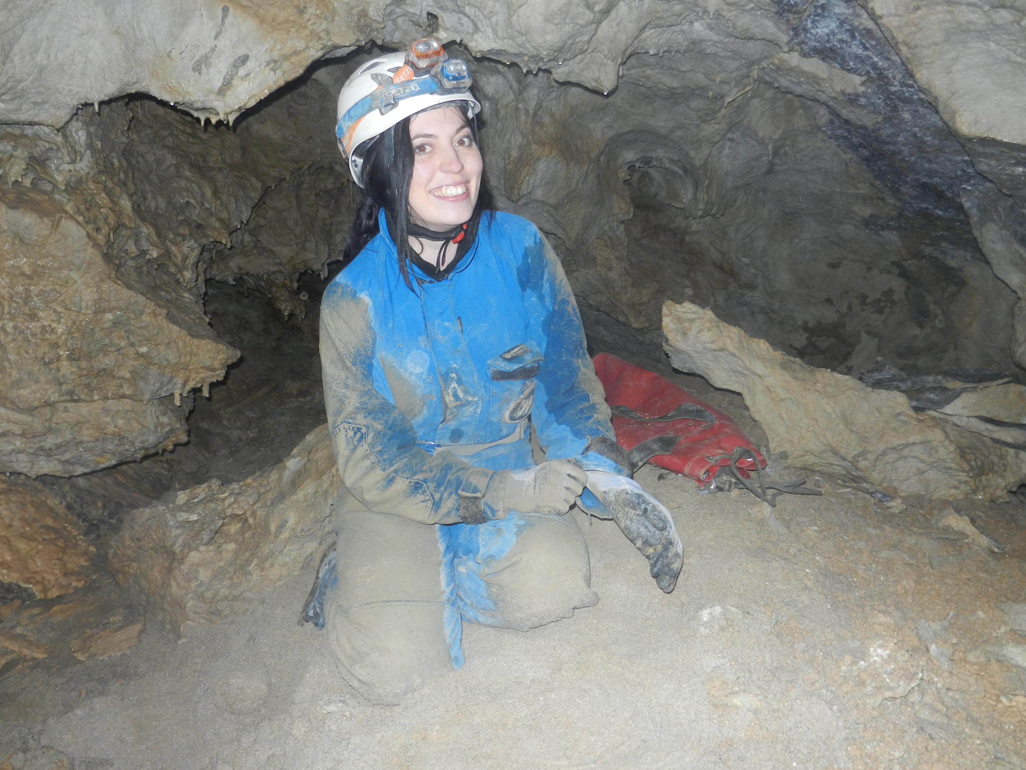 Monika v podzemí slovenských jaskýň.