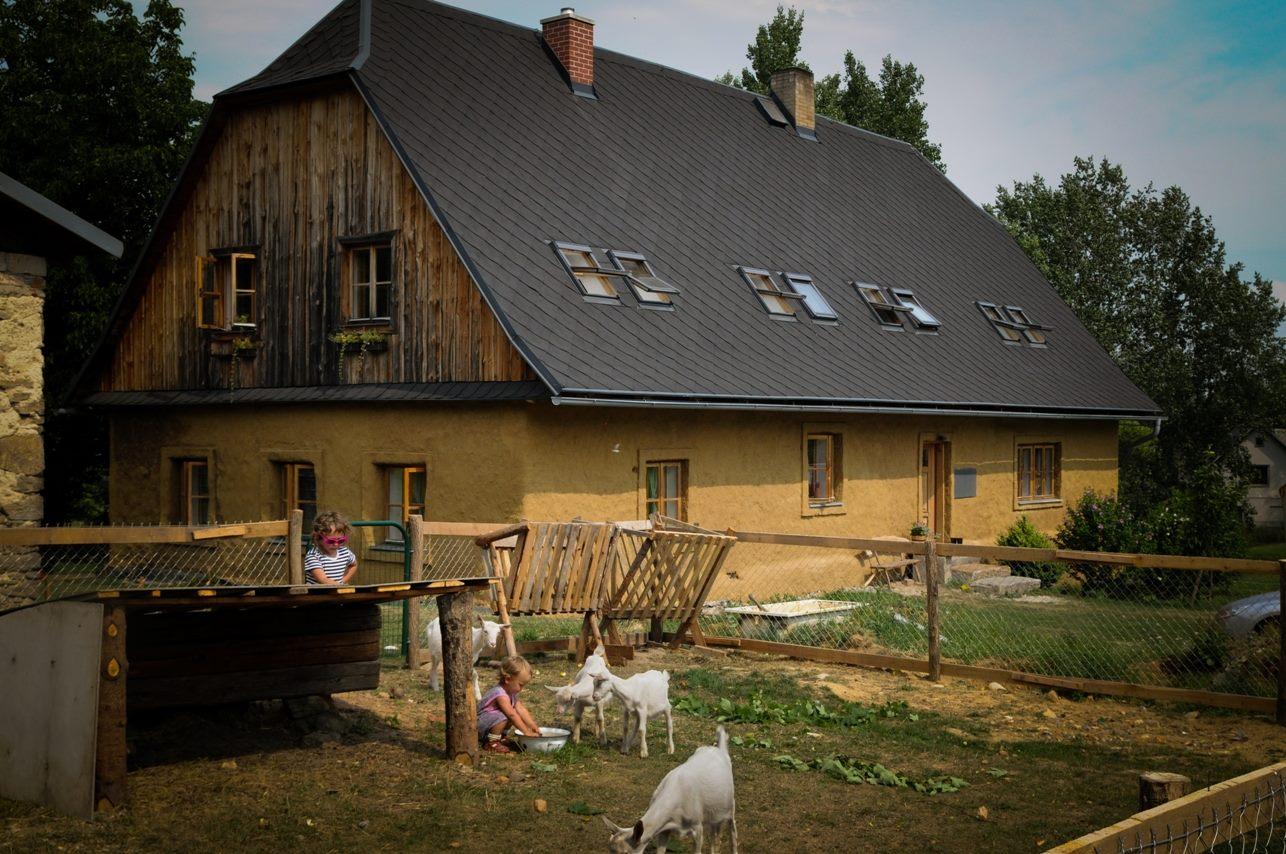 Kozia farma je veľkou atrakciou.
