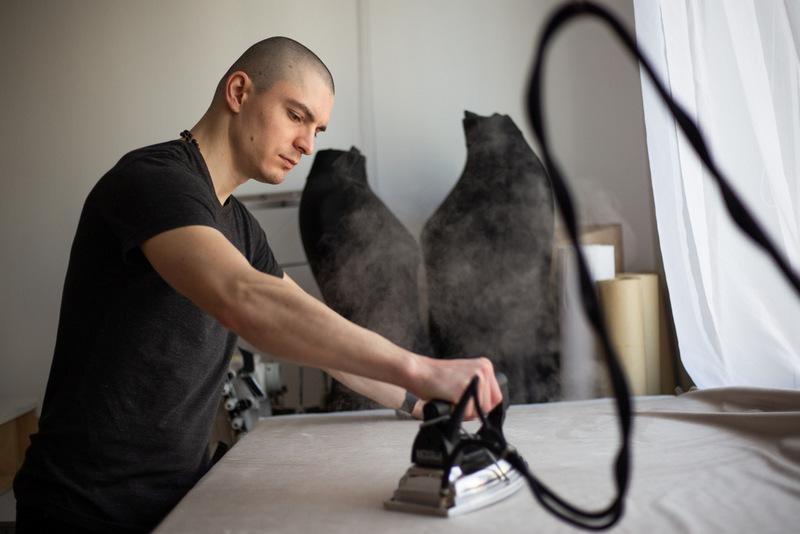 Výroba plissé je náročný proces, vhodný pre teplomilných ľudí.
