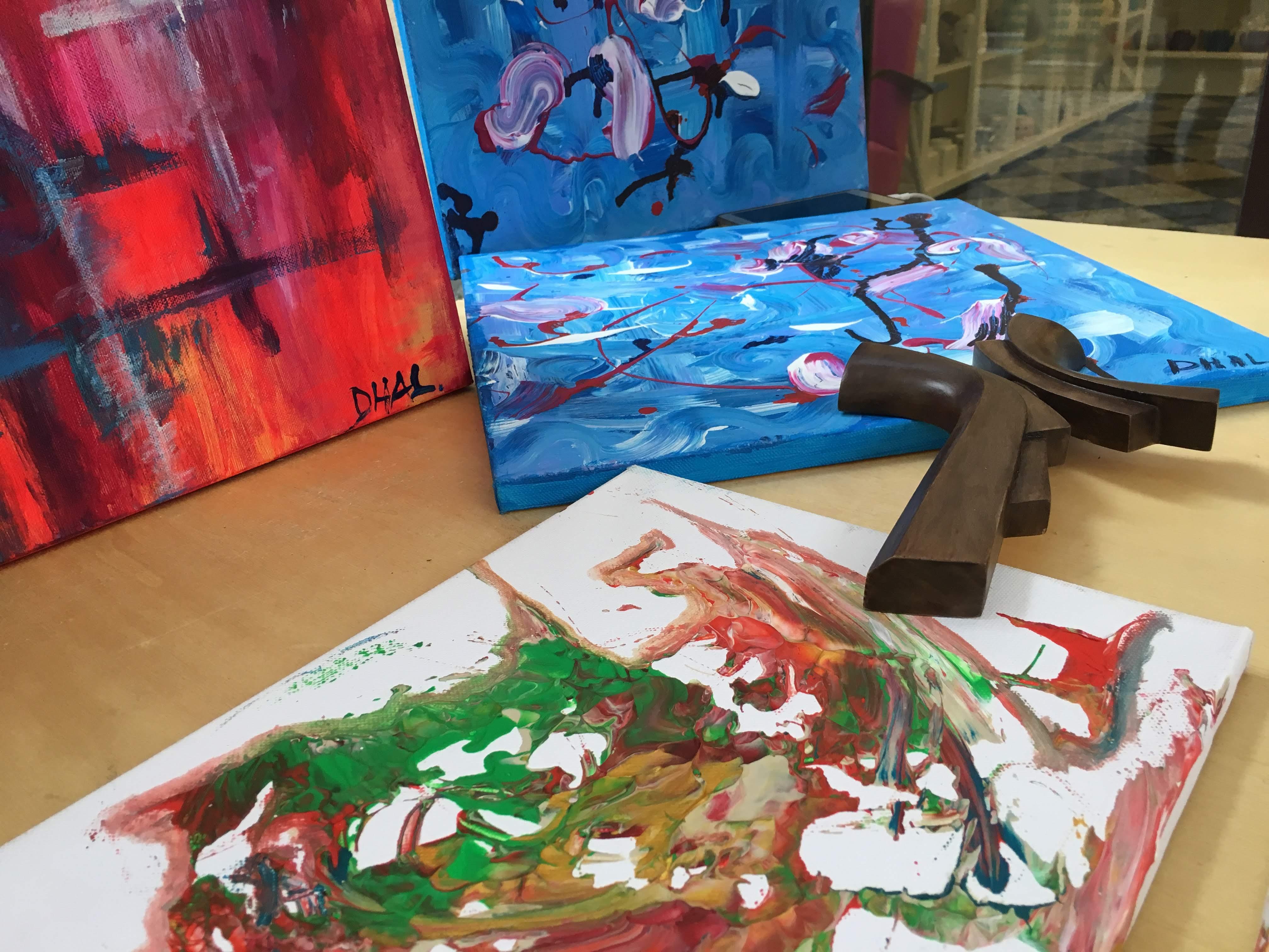 Aj takéto ručne maľované obrazy si môžete kúpiť vďaka HendiKup.