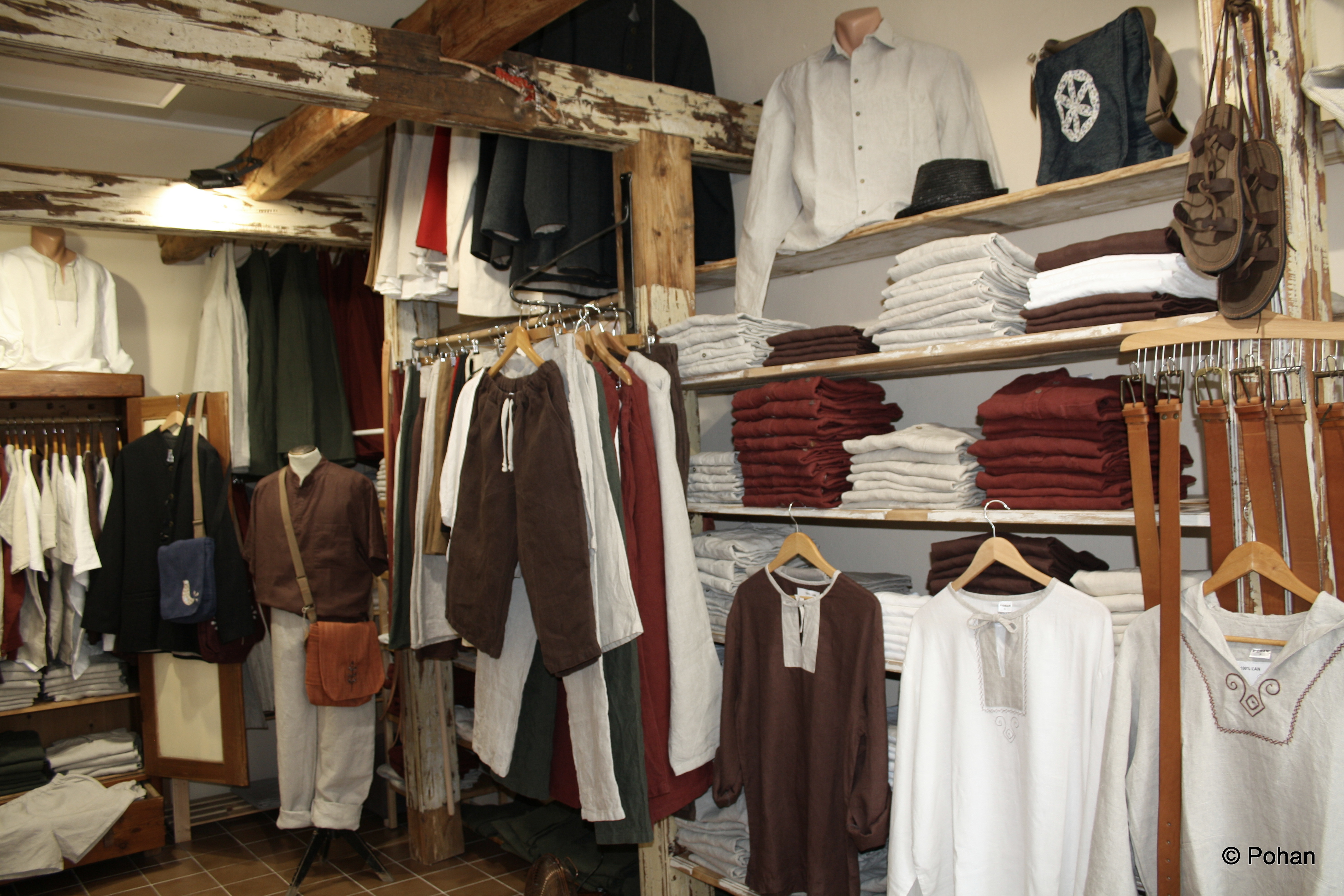 Obchodík v Nitre ponúka oblečenie a doplnky z prírodných materiálov.