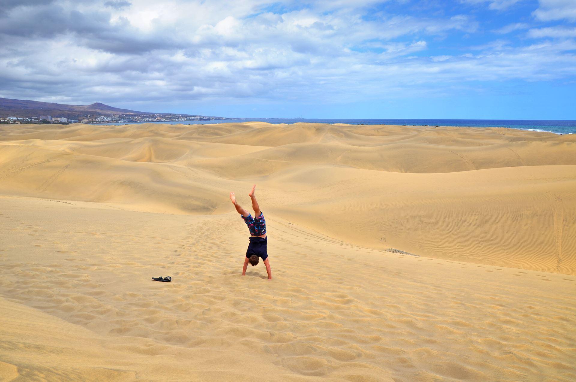 GRAN CANARIA, ŠPANIELSKO V rámci svojich ciest som strávil aj 5 týždňov na Kanárskych ostrovoch. Konkrétne toto sú pieskové duny naviate zo Sahary na ostrove Gran Canaria.