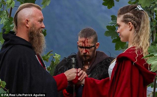 Súčasťou obradu bol aj krvavý rituál.