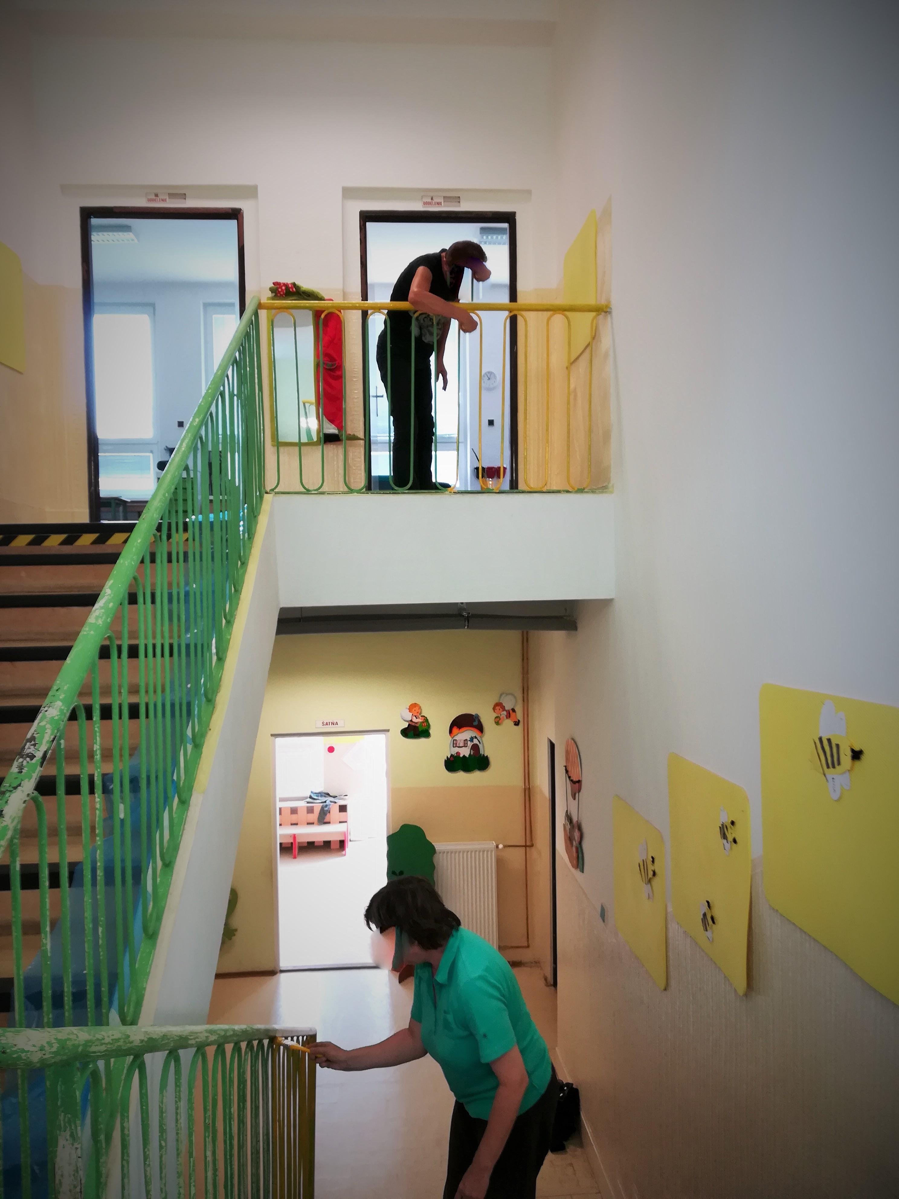 Vďaka ich práci a usilovnosti sa podarilo deťom vymaľovať škôlku.